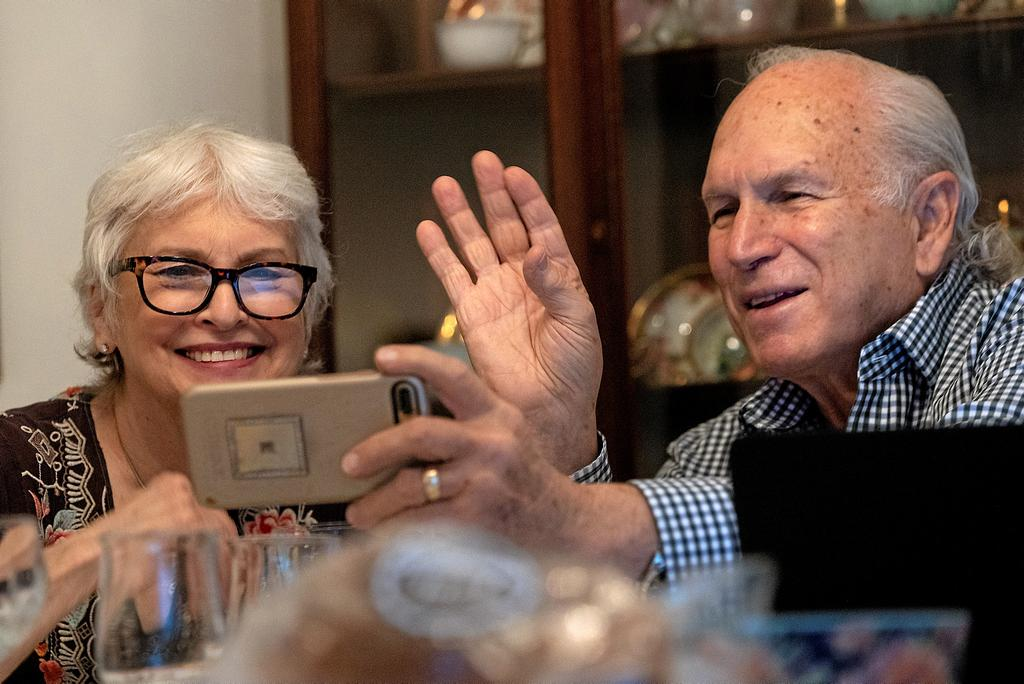 Janis and Uri Segal celebrate Thanksgiving with a virtual zoom with their family before a small dinner together, as they try to prevent the spread of coronavirus disease (COVID-19), in Detroit, Michigan, U.S. November 26, 2020. REUTERS/Emily Elconin