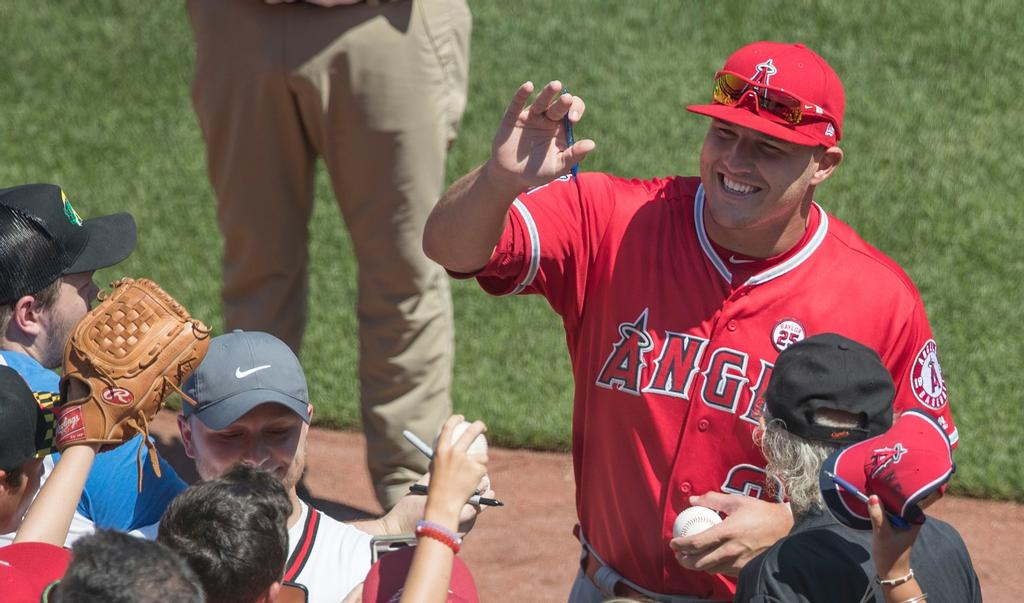 Le voltigeur des Angels de Los Angeles Mike Trout