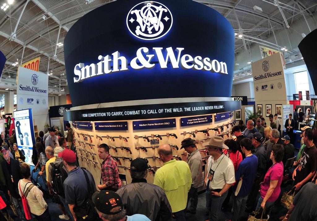 Un kiosque Smith & Wesson dans un salon de l'armement de Nashville, au Tennessee, en avril 2015