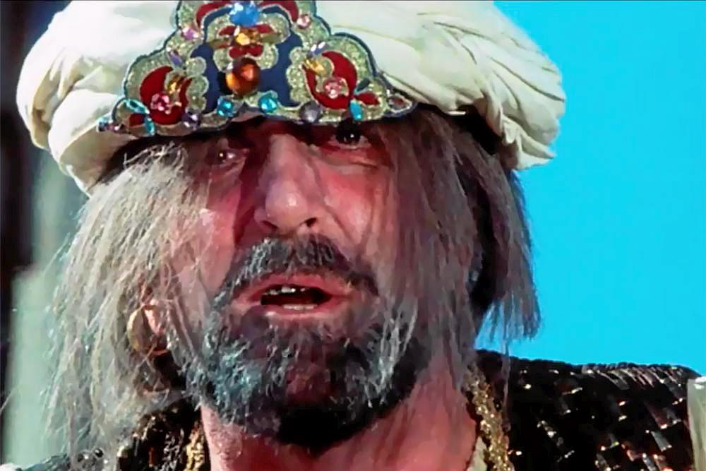 Peter Sellers joue le rôle d'un pirate dans <em>Ghost in the Noonday Sun</em>, un film qu'il a conduit au naufrage.