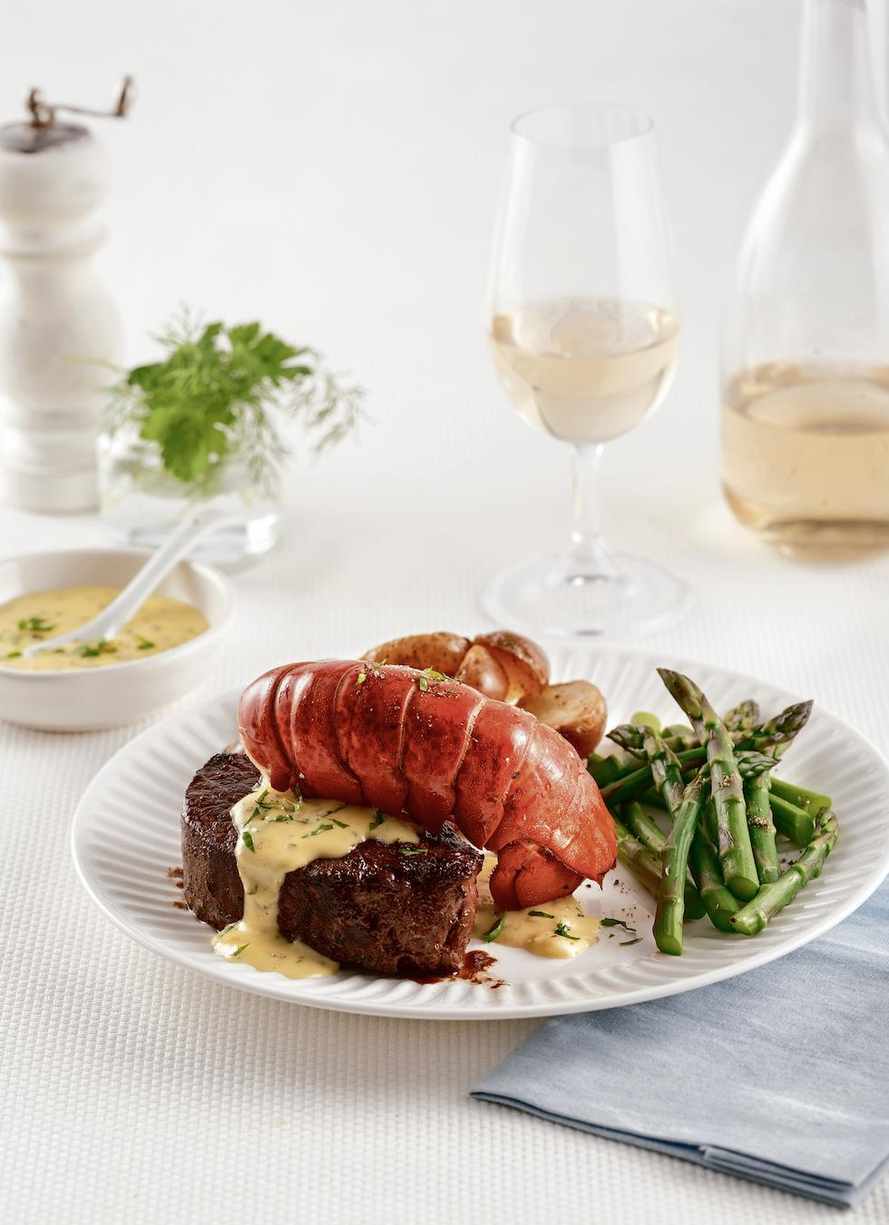 Surf and turf de homard et sauce béarnaise
