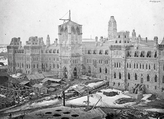 Le bloc du Centre en construction, 1865