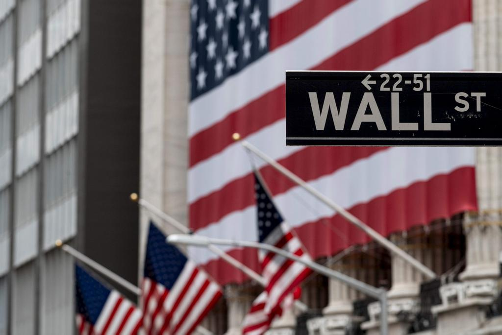 Son indice vedette, le Dow Jones Industrial Average, est monté de 2,21 %, à 24 633,86 points et le NASDAQ, à forte coloration technologique, de 3,57 % à 8914,71 points.