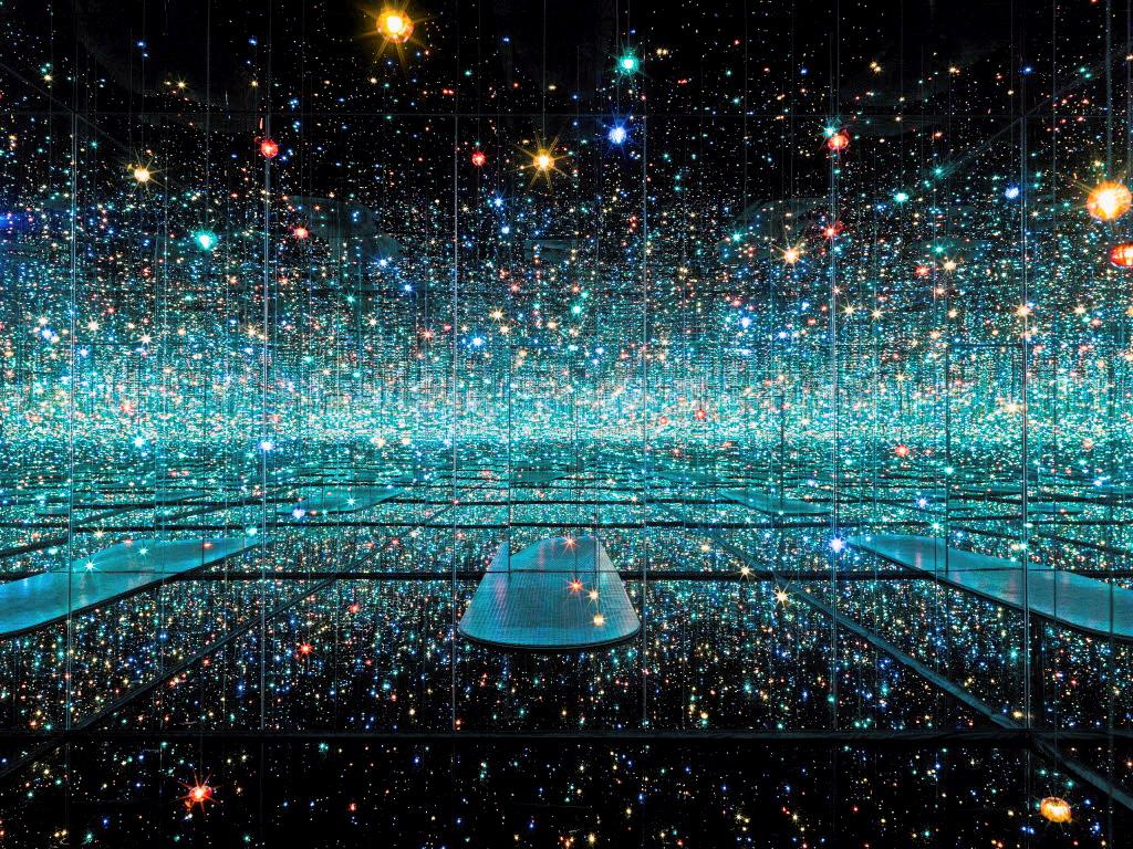 L'exposition «Infinity Mirrored Room : The Souls of Millions of Light Years Away» à l'Art Gallery of Ontario en 2013.
