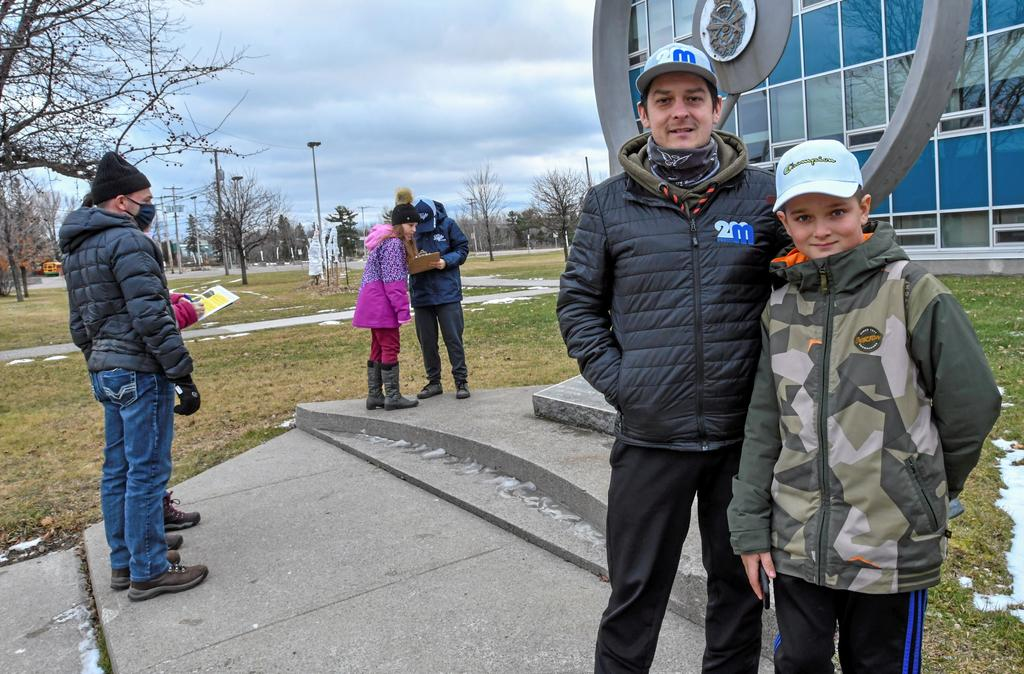 Le promoteur Martin Tremblay et son fils William.