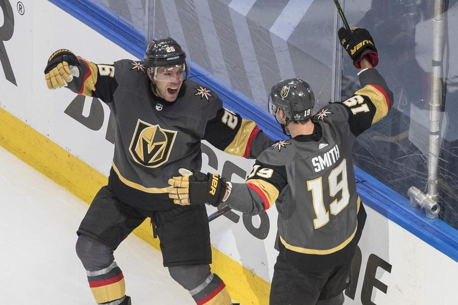 Paul Stastny (26) and Reilly Smith (19) festoie après le but victorieux marqué en prolongation.