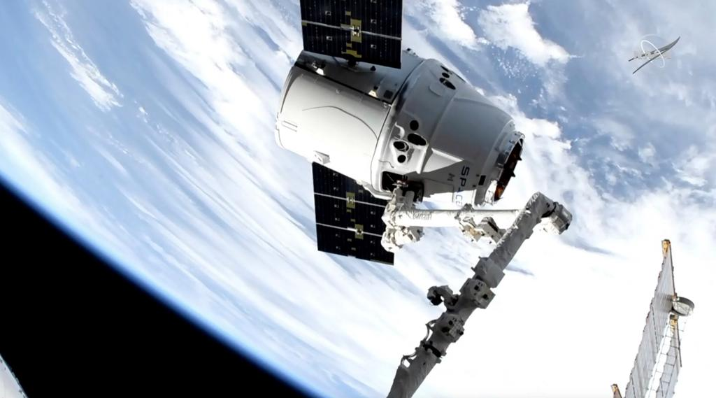 La capsule Dragon a atteint la Station spatiale internationale, lundi.