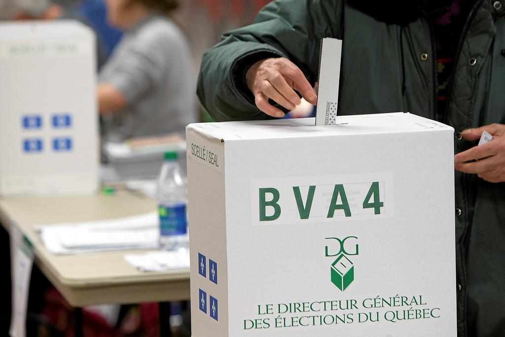 PHOTO ROBERT SKINNER, LA PRESSE--30/03/2014 GENERAL-Le vote par anticipation au Cegep du Vieux Montreal, circonsciption Sainte-Marie-Saint Jacques. #668031-30- scrutin