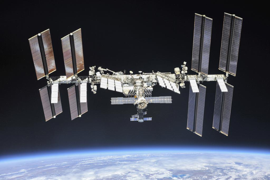 La Station spatiale internationale, en 2018, en orbite autour de la Terre.