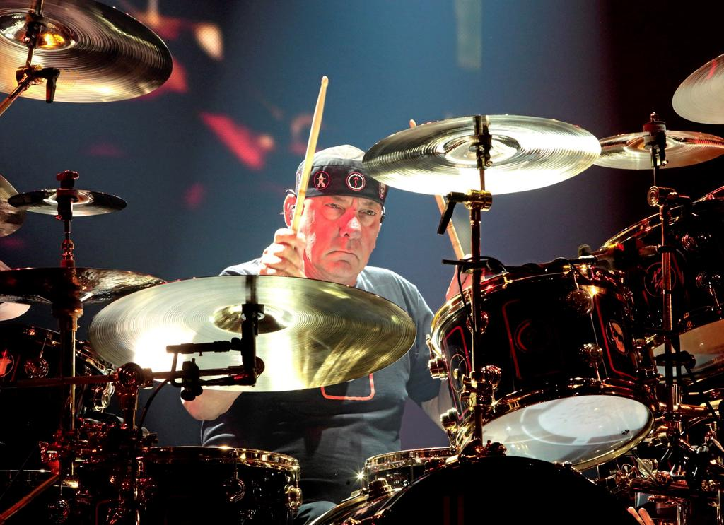 St. Catharines honore Neil Peart