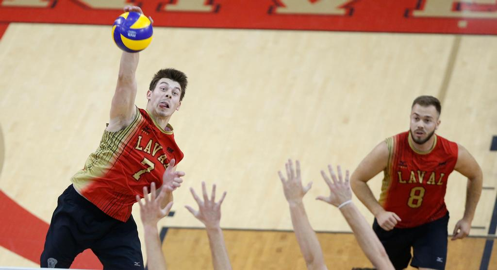 Nicolas Fortin, du club de volleyball Rouge et Or.