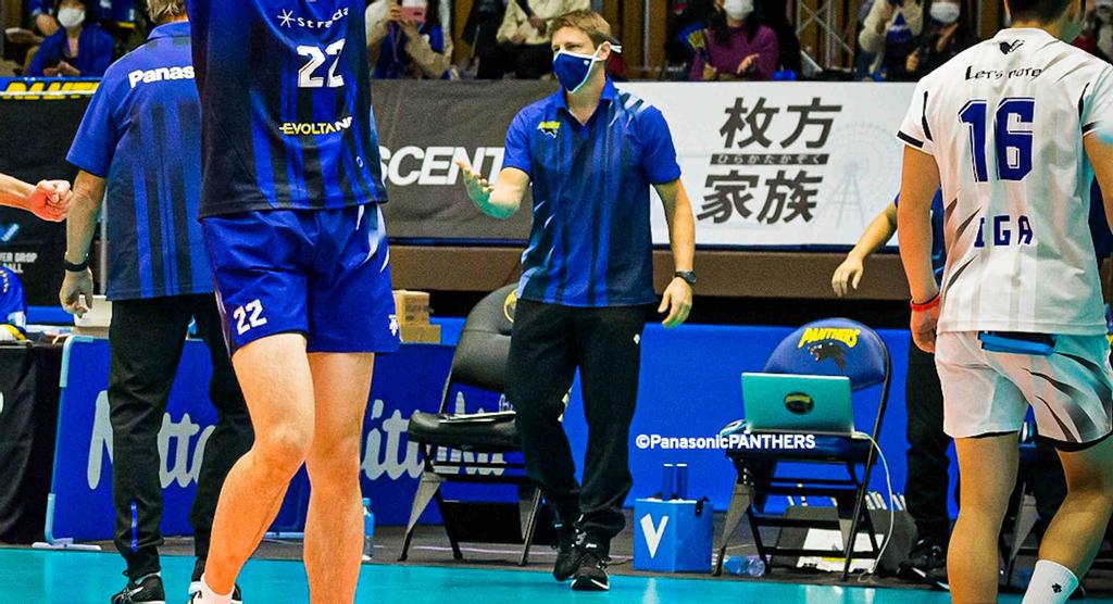 L'ancien attaquant réceptionneur du Rouge et Or Vincent Pichette, maintenant entraîneur du club de volleyball Panasonic Panthers de la V-League au Japon.