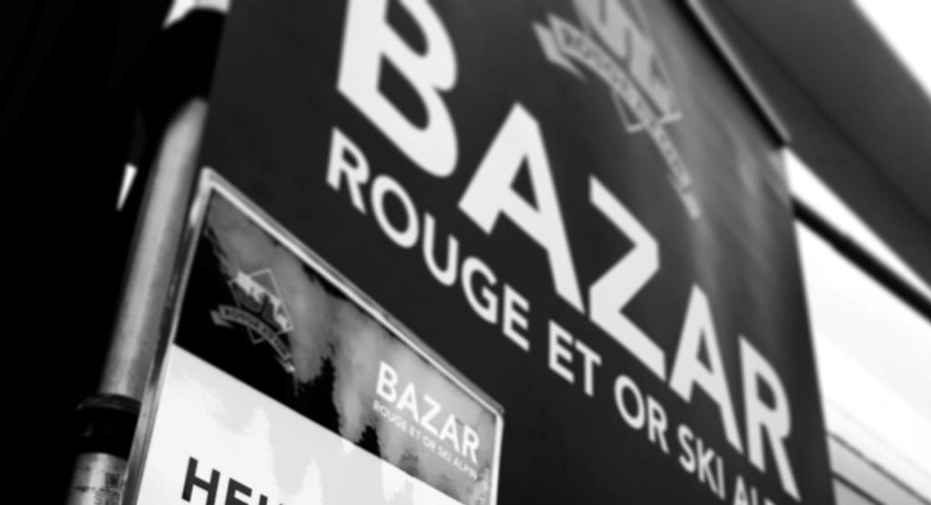 Le bazar rouge et or ski alpin.