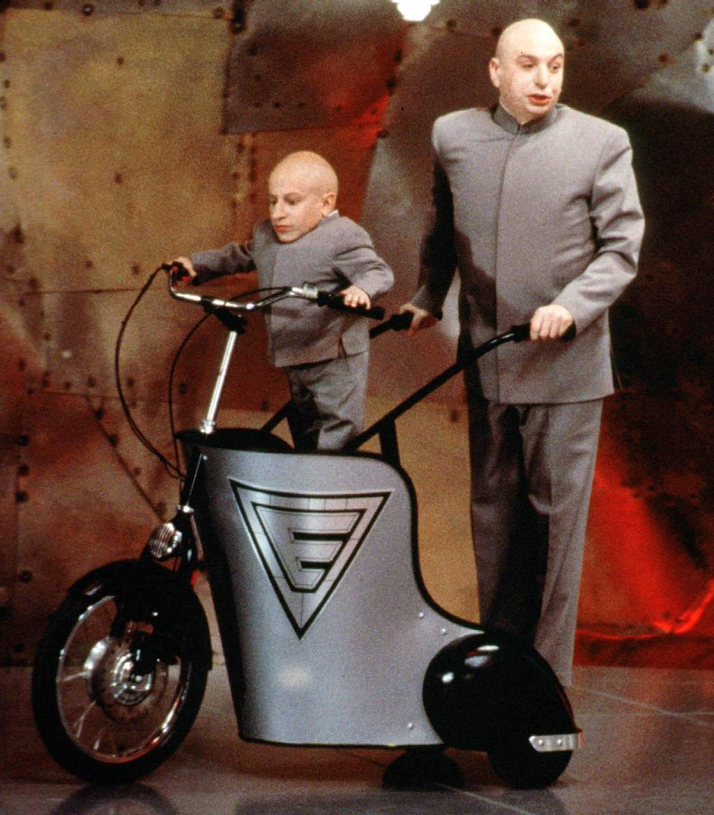 Dans «Austin Powers : agent secret 00sexe» (The Spy Who Shagged Me), Verne Troyer incarnait Mini-Moi aux côtés de Mike Myers.