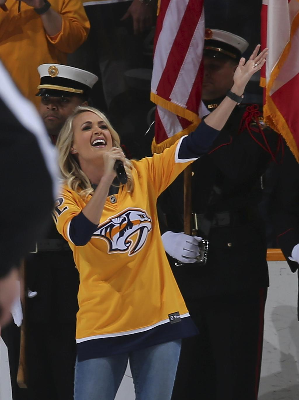 Carrie Underwood a interprété l'hymne national, à Nashville.