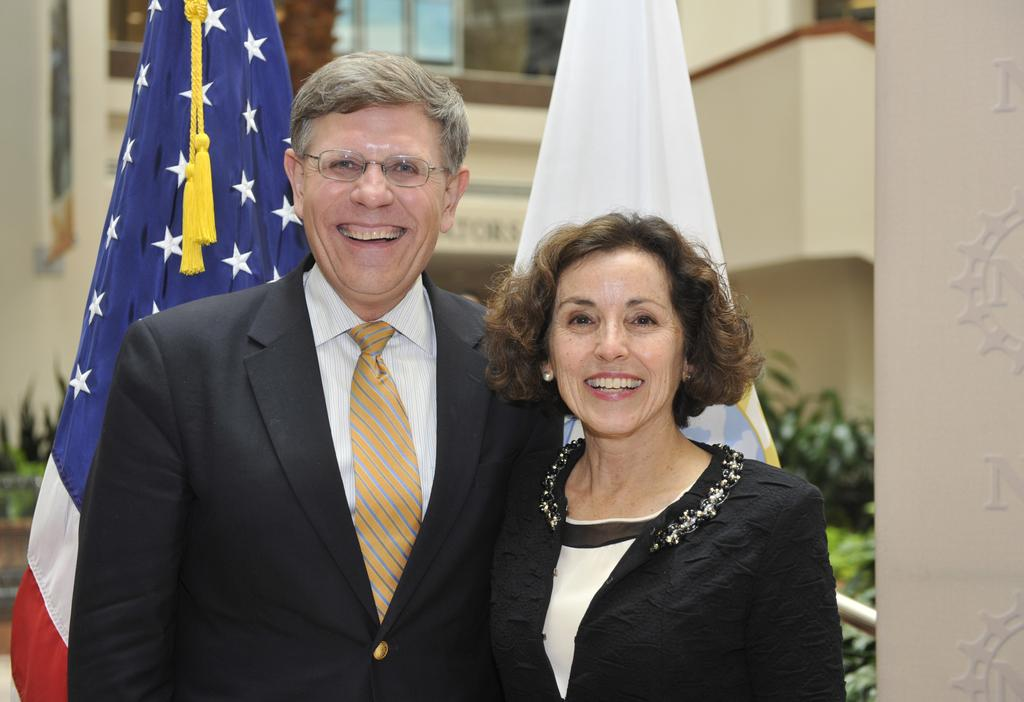 Kelvin Droegemeier en avril 2014, lors de la nomination de France A. Córdova en tant que directrice de la National Science Foundation.