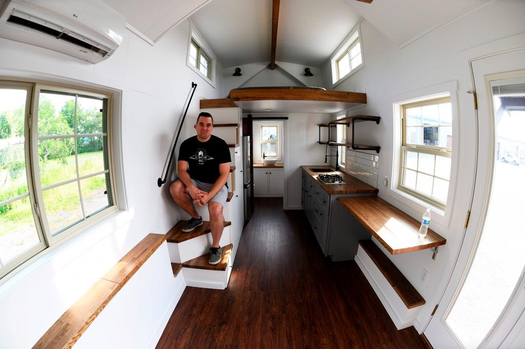 Ces 40 dernières années, «la société américaine s'était mise en mode gigantisme, à construire des maisons énormes», explique Marcus Stoltzfus (photo), directeur commercial et marketing de Liberation Tiny Homes, situé à Leola, en Pennsylvanie.