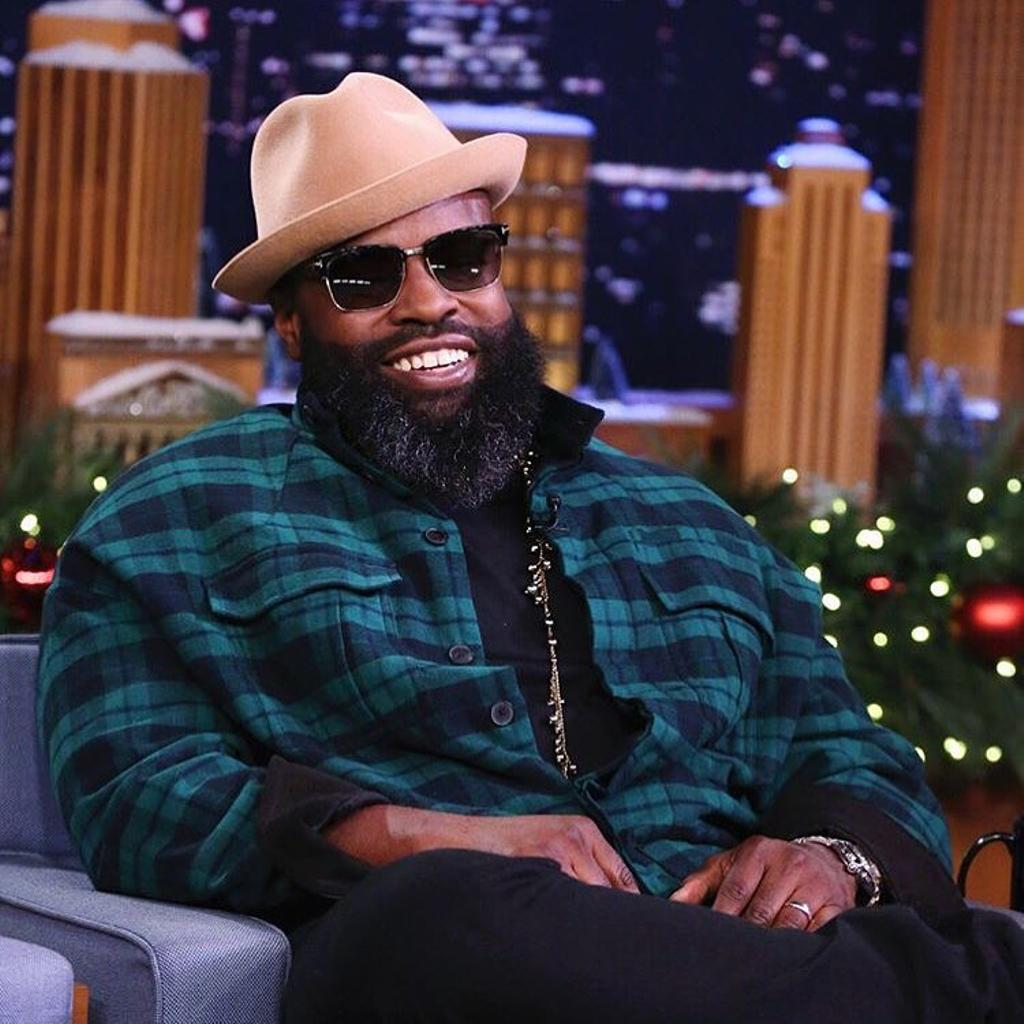 Le chanteur du groupe The Roots, Black Thought, portant un chapeau Larose Paris